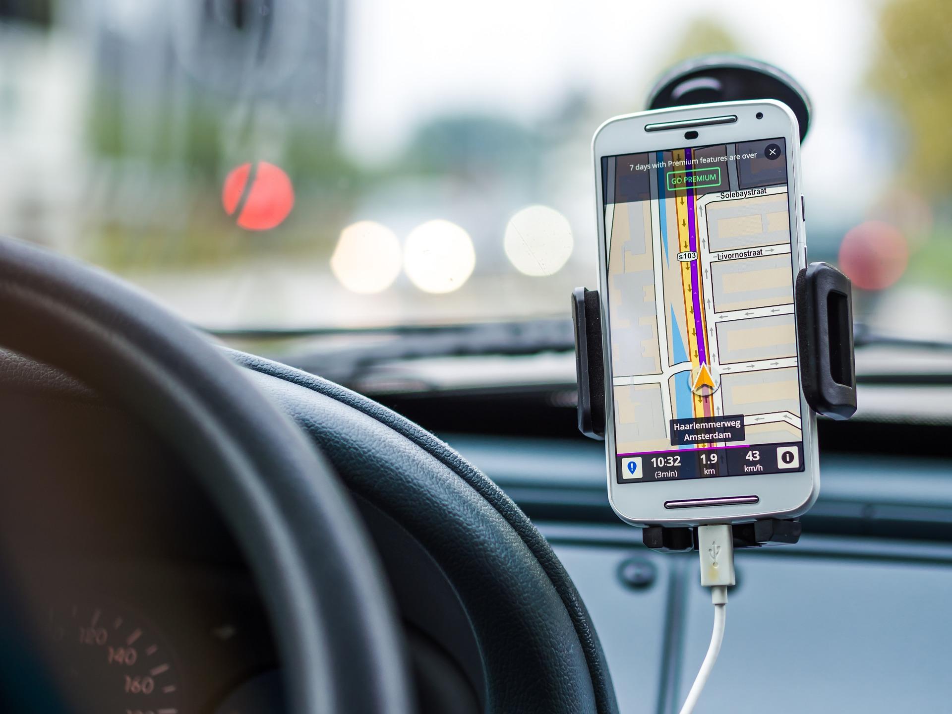 Czy warto inwestować w nawigację posiadając smartfona?