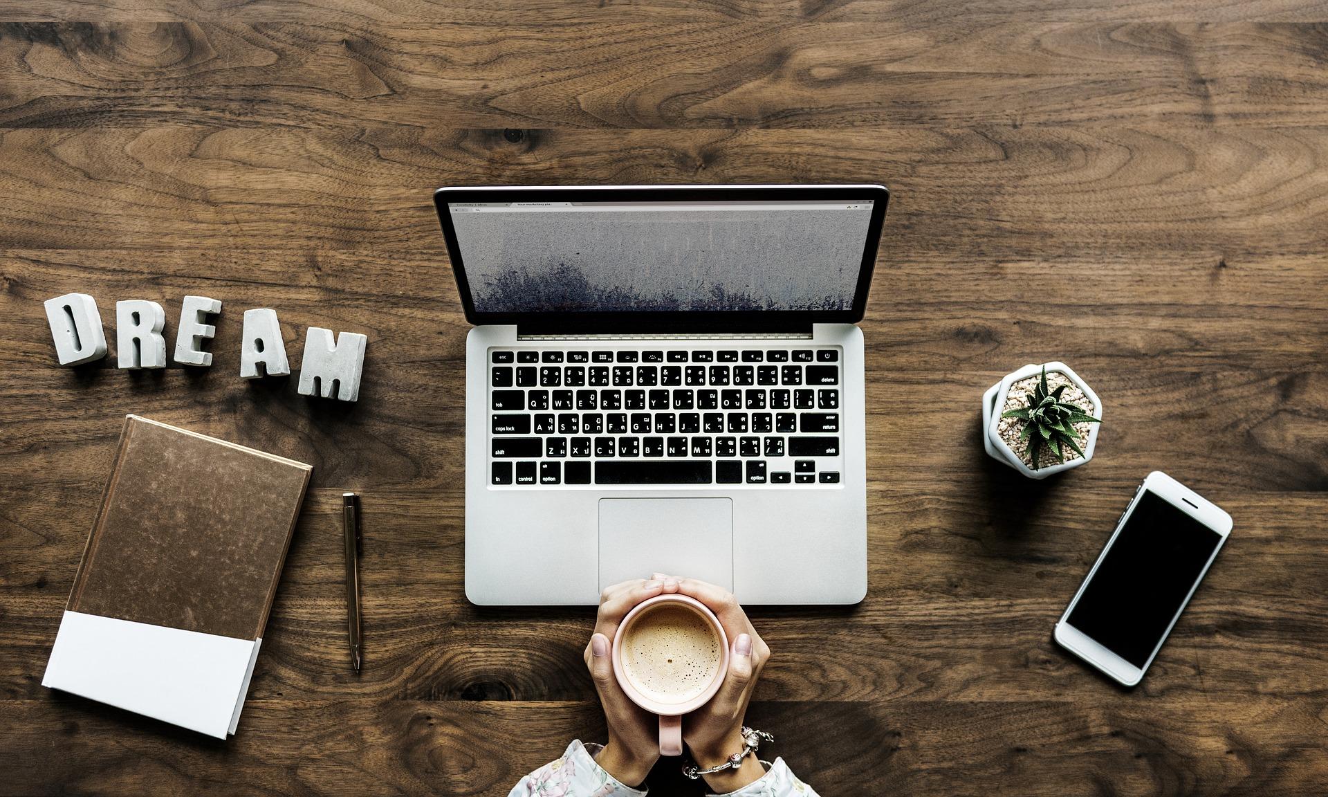 Laptop o złotym sercu i nie tylko – HP 15-bs047nw!