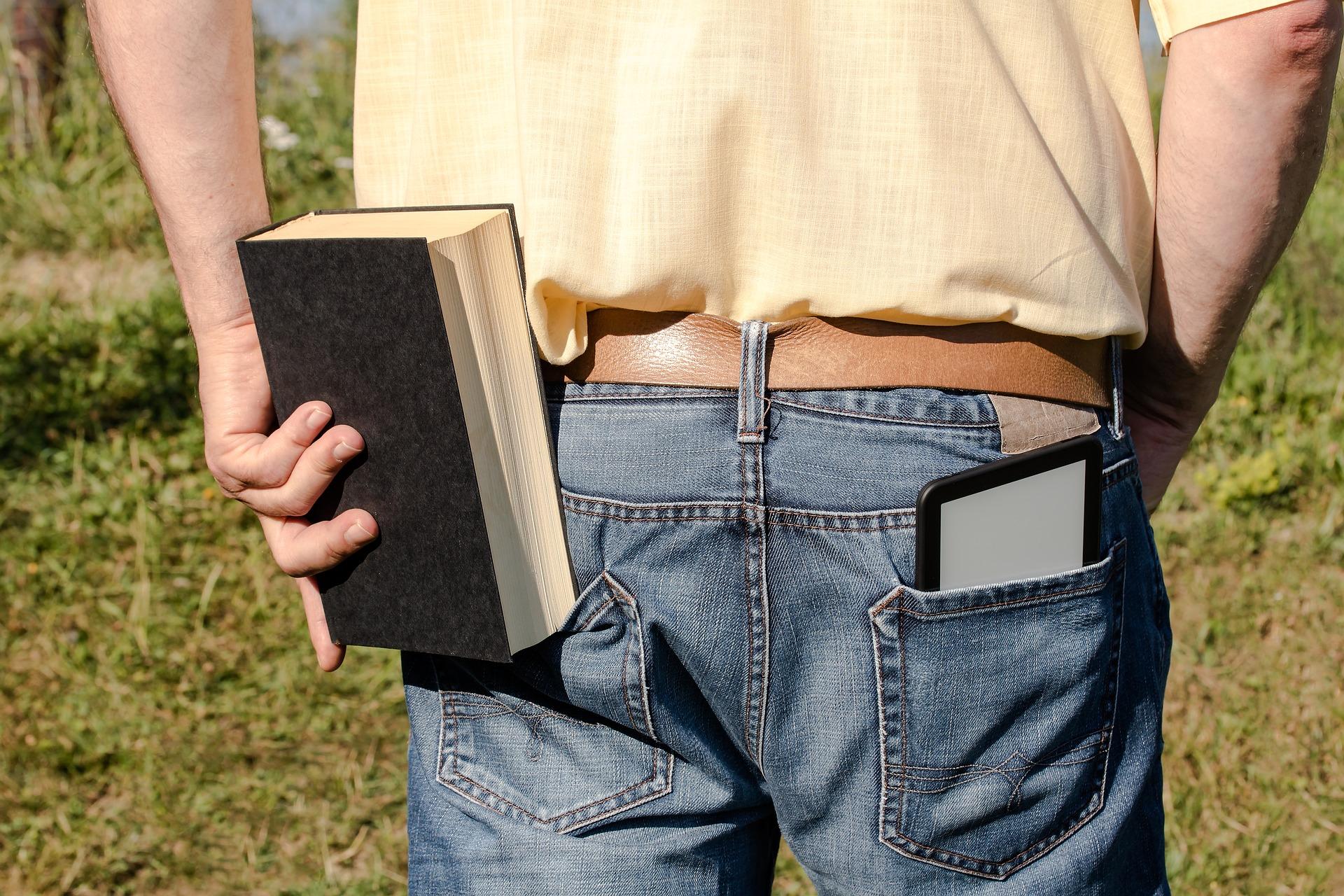 Książka papierowa czy elektroniczna, co lepsze?