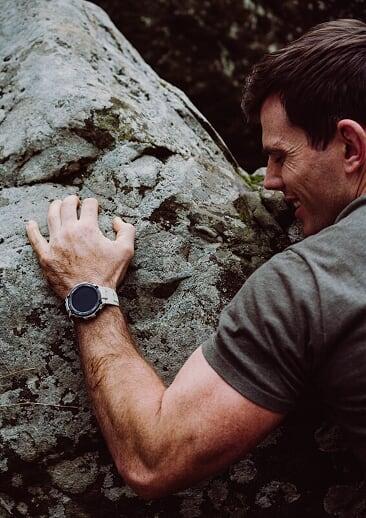 smartwach - amazfit T-Rex w kolorze khaki idealny przy wspinaczkach górskich